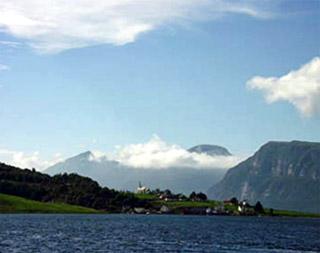 Další z pohádkově krásných fjordů na severu Norska