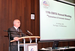 17. setkání představitelů ENFSI se uskutečnilo v Haagu, protože zde byla otevřena super moderní nová budova pro tamní kriminalistický ústav